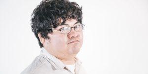 メガネをかけた太った男性