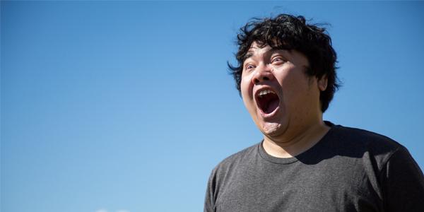 太った男性の叫び